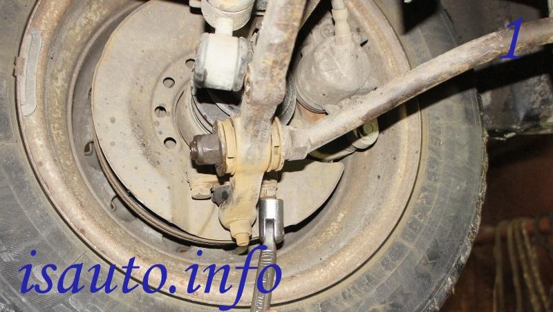 болта крепления шаровой опоры к поворотному кулаку  ВАЗ 2108-2119