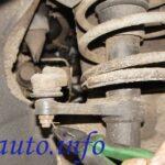 гайка крепления шарнира наконечника рулевой тяги к амортизаторной стойке