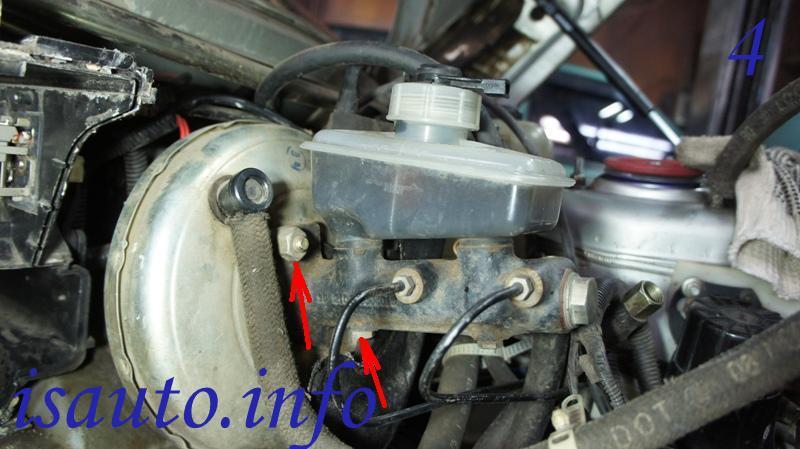 гайки крепления главного тормозного цилиндра к корпусу вакуумного усилителя тормозов 2110