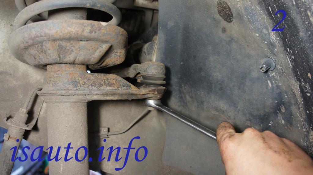 гайку крепления шарнира наконечника рулевой тяги к плечу амортизаторной стойки передней подвески  Ланос