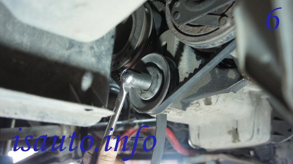 Гайка крепления ролика натяжителя ремня привода насоса системы кондиционирования